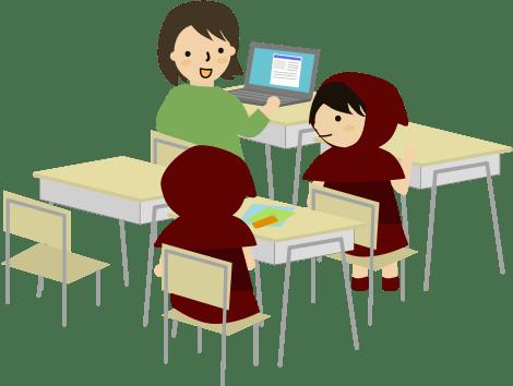 先生とパソコンの画面を見ながら懇談